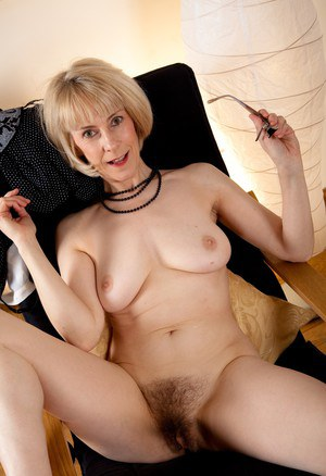 50 mature hairy pussy pictures