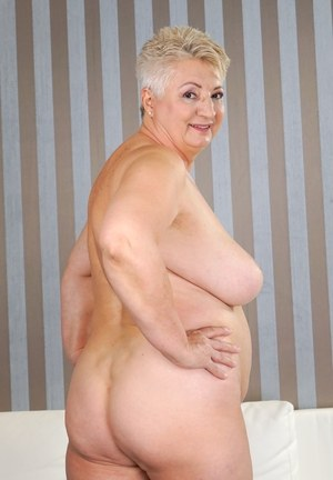 pictures-of-naked-fat-grannies-lesbi-mini-girls-pic