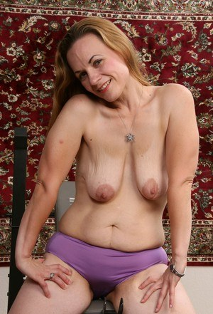 That Naked mature granny old pussy saggy tits photos